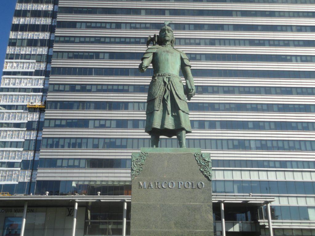 チンギス・ハーン広場 マルコポーロ像