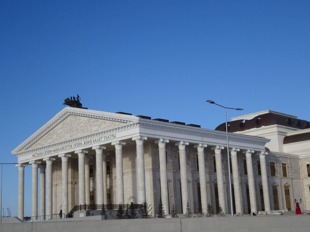 アスタナオペラ