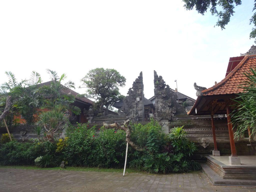 グヌン・ルバ寺院
